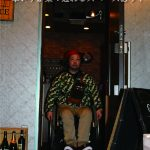 お店入口、車いすが楽々通れるスペースあり!