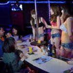 ショータイム以外は女の子と楽しく飲める!