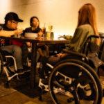 車椅子でも入りやすいテーブル席