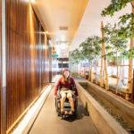 車椅子で通れるゆったりした通路!