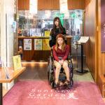 車椅子でも余裕のある入口幅になってます。
