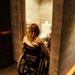 スライド式の扉広々とした多目的トイレ♪
