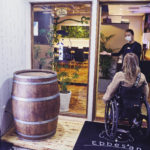 入口は手動車椅子が1台通れるスペースとなっています!