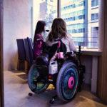 車椅子でも高さがちょうどいい外を眺めながらゆっくりできる席もあります!
